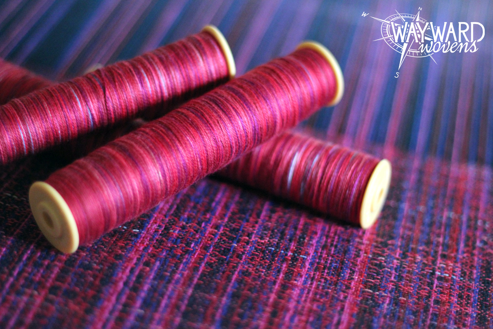 Woven cloth with bobbins