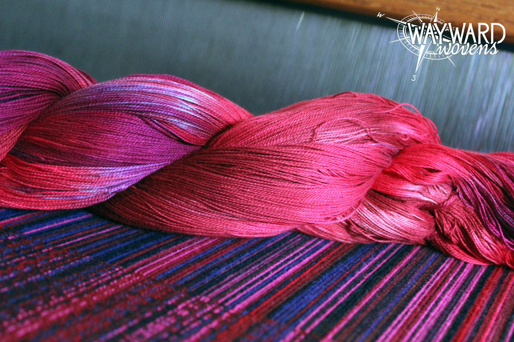 Woven cloth with dyed weft skein