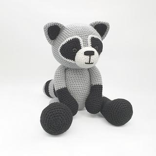 crochet amigurumi raccoon forest woodland animal pattern