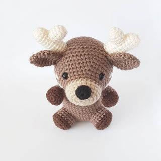 crochet amigurumi deer reindeer woodlan forest animal pattern