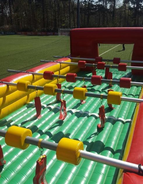 Levend tafelvoetbalspel met bodem