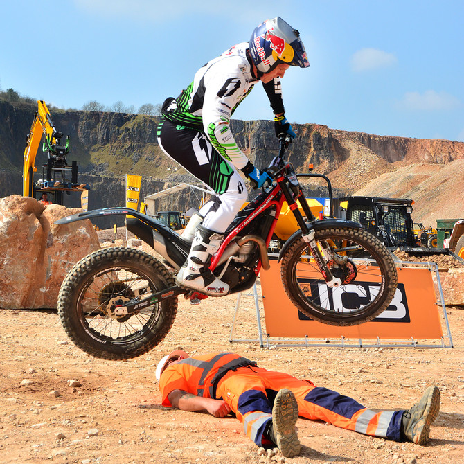 Dougie Lampkin - 12 times World Champion trials rider, stuns the crowds at JCB VIP event @dougielamp