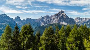 Drei zinnen above the trees.jpg