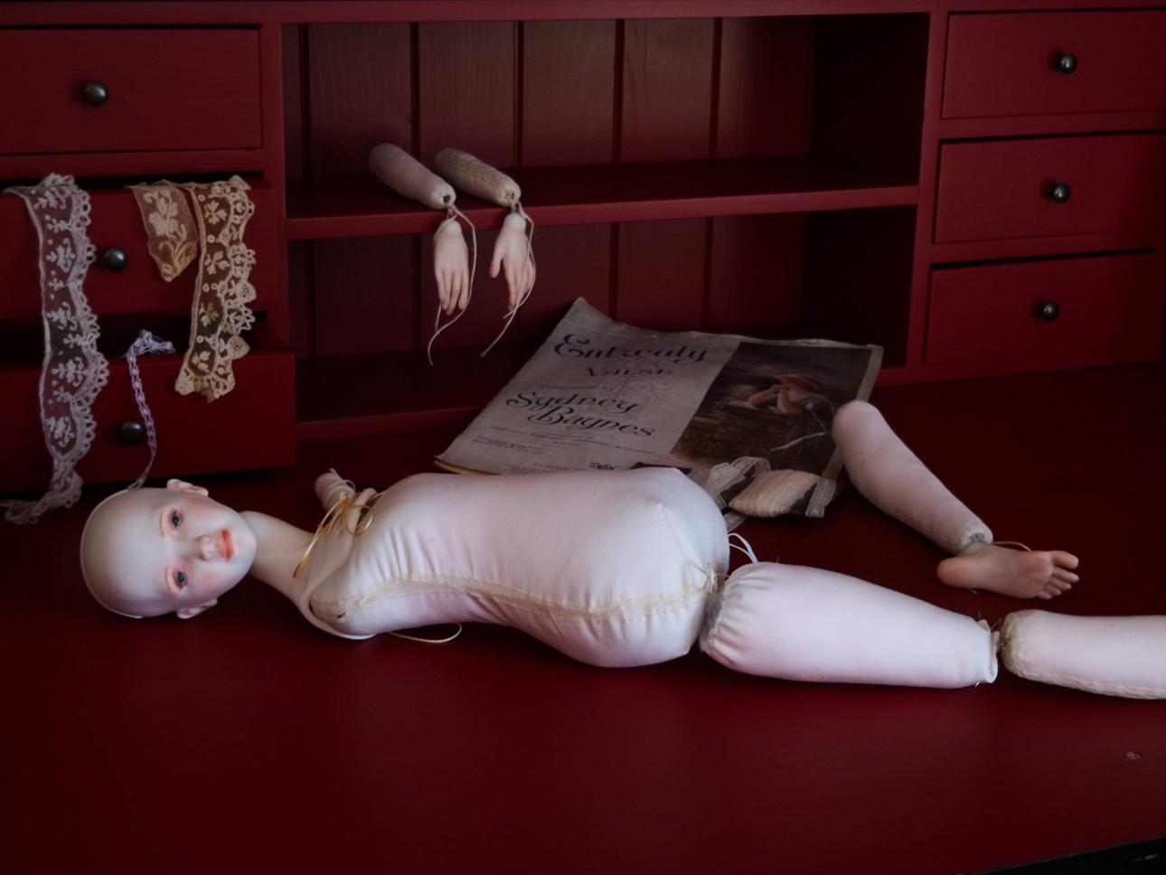 кукла из фарфора на мягком теле
