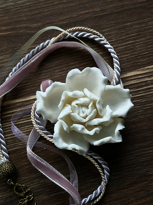 Колье Роза из фарфора