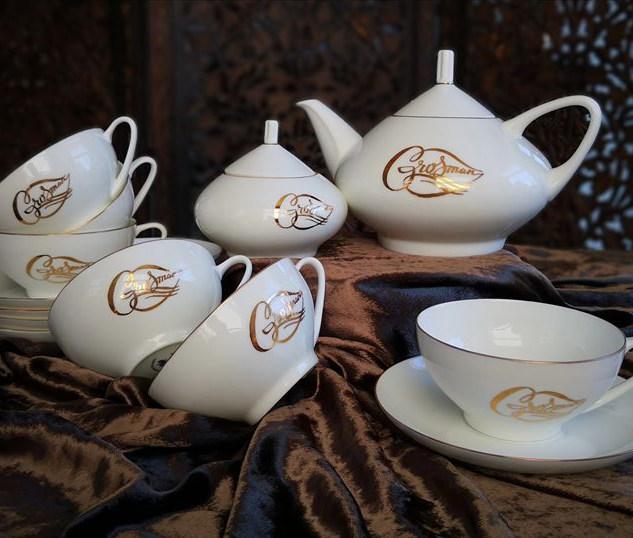 Сервиз чайный. Монограмма золотом
