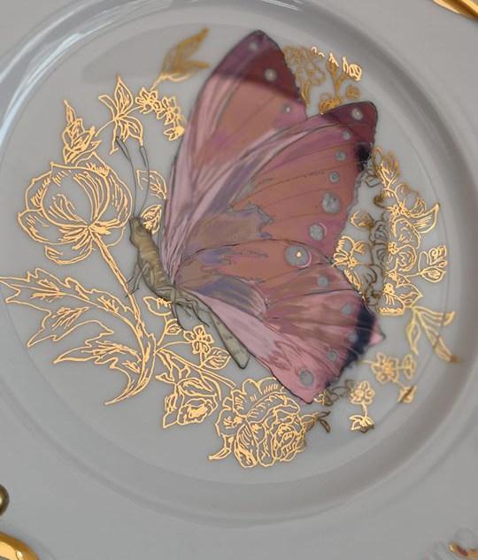 Тарелка с росписью золотом и драгсодержа