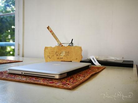 bureau et parchemin.jpg