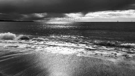 When the sea caresses the sand_MAH