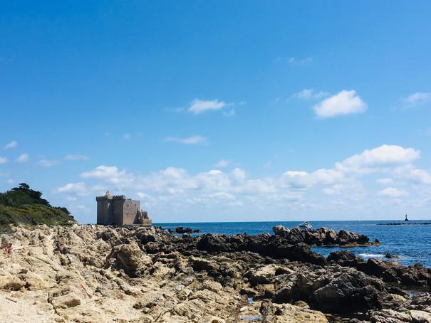 Monastère fortifié Saint Honorat.jpg