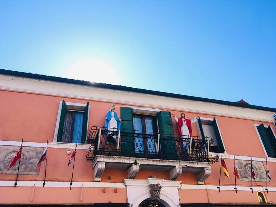 Jésus et Marie au balcon @Venise