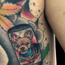 スマホ 犬 トラディショナル タトゥー