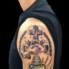 シェイクハンズ クロス トラディショナル タトゥー