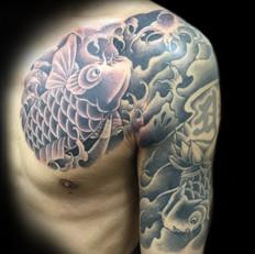 鯉 胸腕 刺青