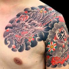 龍 桜 胸腕 刺青