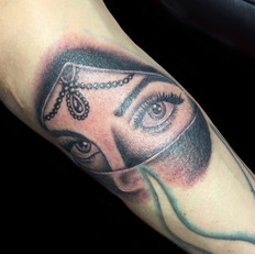 女性 タトゥー
