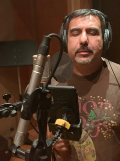 Sergio grabando voz