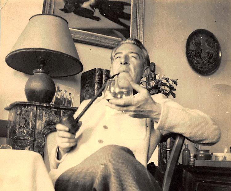 _Paul Mondain. Photo devant une céramiqu