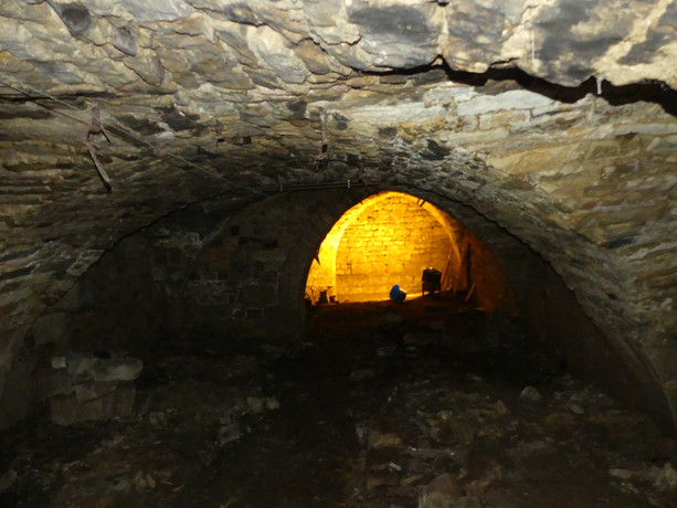 caves3jn.JPG