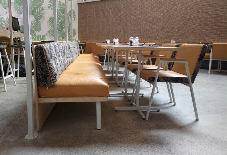 Sitzbereich_Sofa_und_Stühle