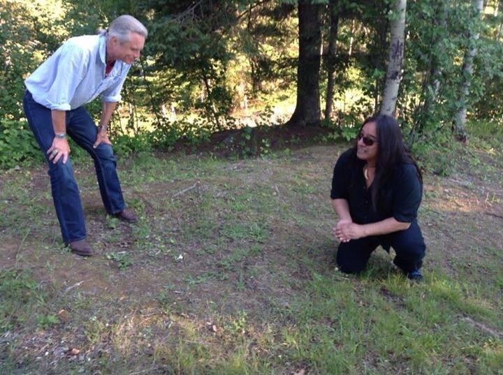 Moses Amik telling stories to Zhaawano Giizhik at Thunder Bay