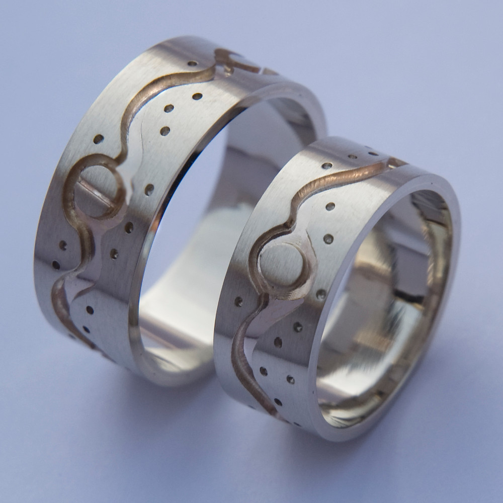A River Shines Like the Moon wedding ring set by Zhaawano Giizhik