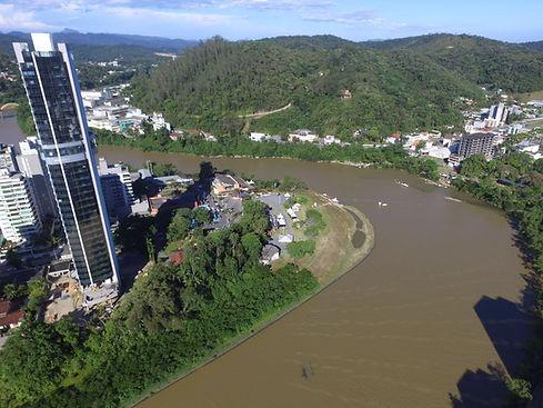 edificio-ponta-aguda-rio-itajai-drone.jpeg