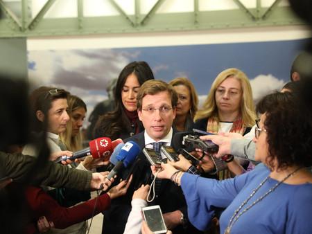 Almeida reafirma el compromiso del Ayuntamiento contra la ocupación ilegal