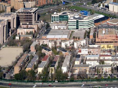El Ayuntamiento adquiere una finca para construir vivienda de protección en el barrio del aeropuerto