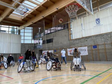 Barajas con el deporte para discapacitados en una jornada de sensibilización
