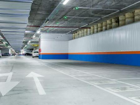 Almeida amplía el plan de 'parkings' disuasorios a Barajas