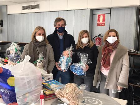 Camíns y Terol participan en una entrega solidaria de juguetes