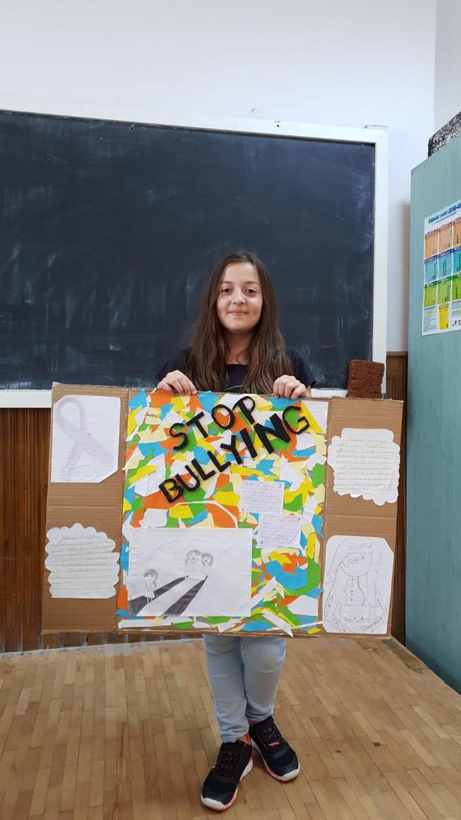 Prietenie, zâmbete, dăruire. Fără bullying! Echipa: Buburuzele vesele!