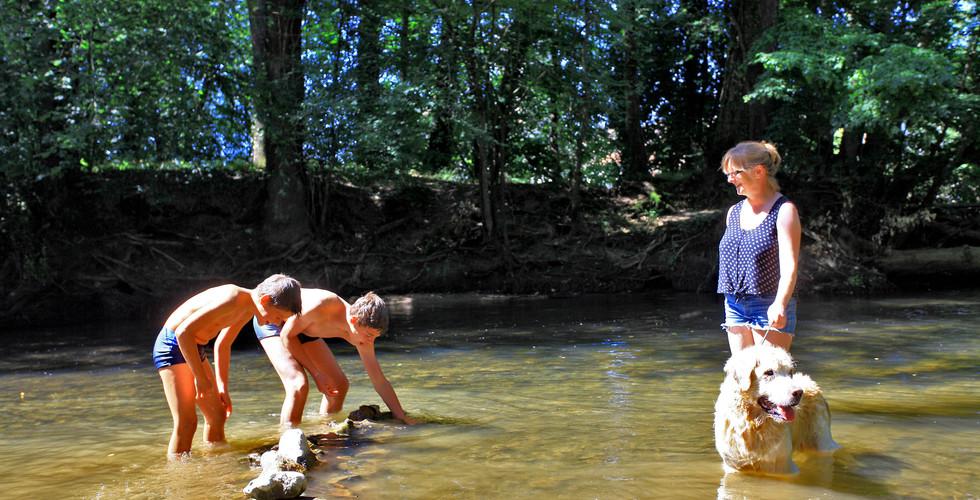 S'amuser dans la rivière au Pontet
