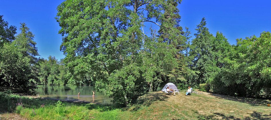 Camper au bord de la rivière Camping 3 étoiles Dordogne Périgord