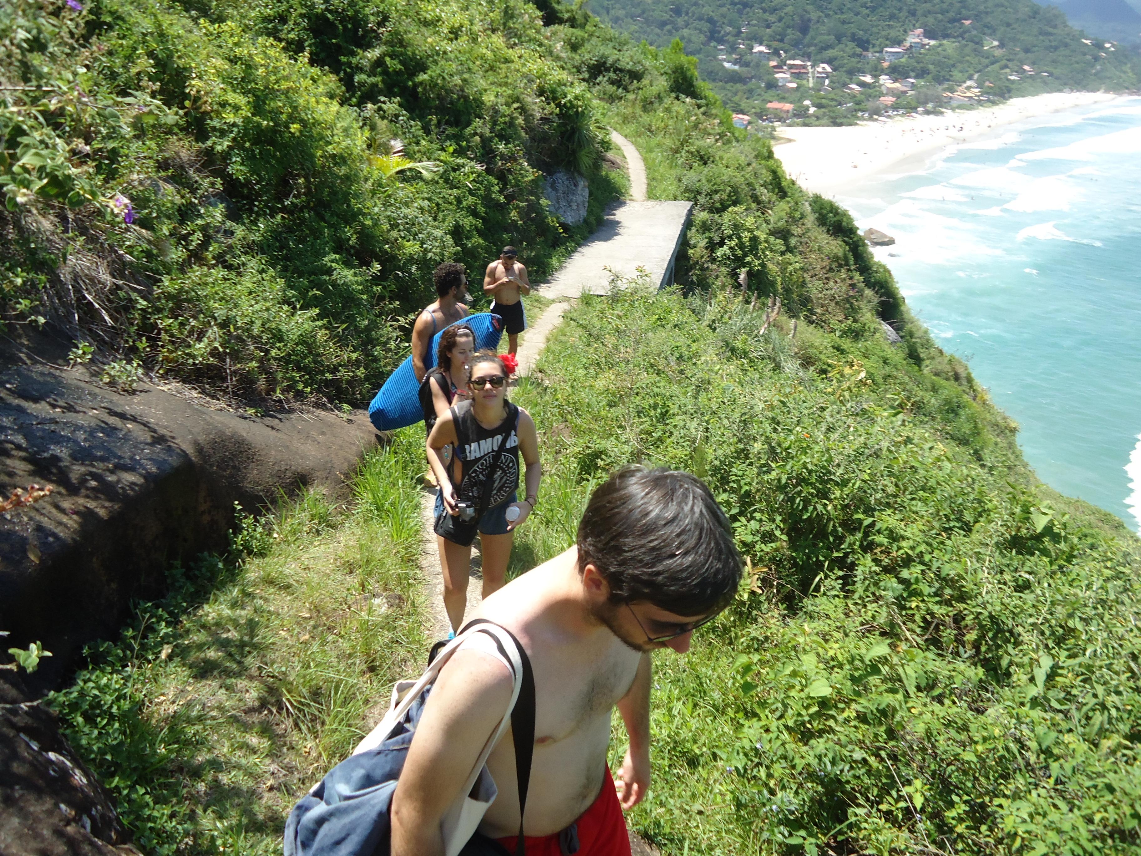 trilha com hospedes da Fraça e Brasi