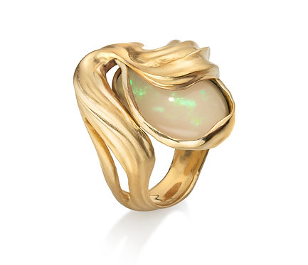 Veil Ring in Gold and Opal