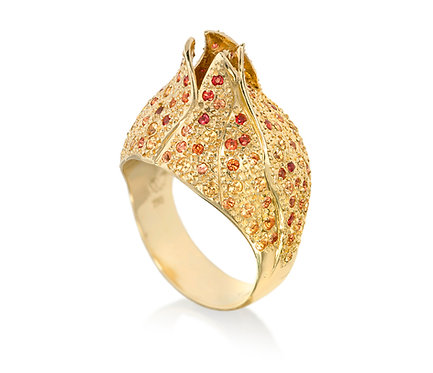 The Begin Ring in Gold with Sapphire
