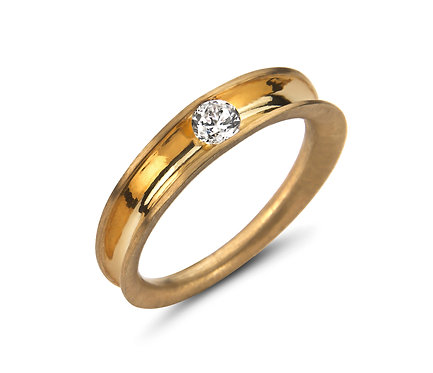 Rounded Ring in Gold with brilliant