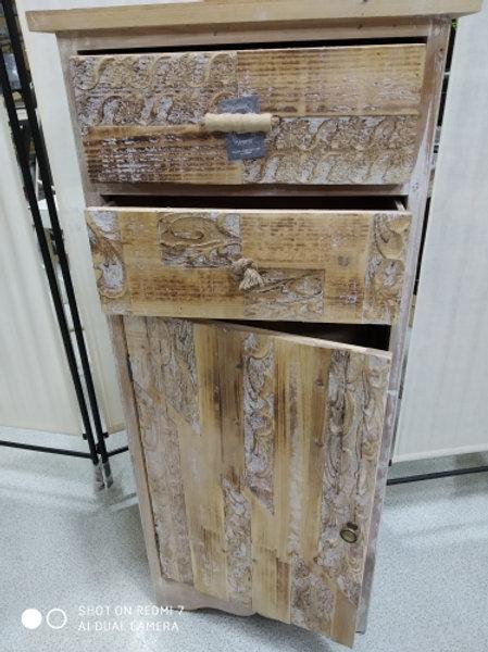 Comodino alto in legno