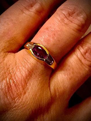 Anello di gioielleria con rubino