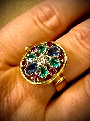 Anello di gioielleria con gemme policrome