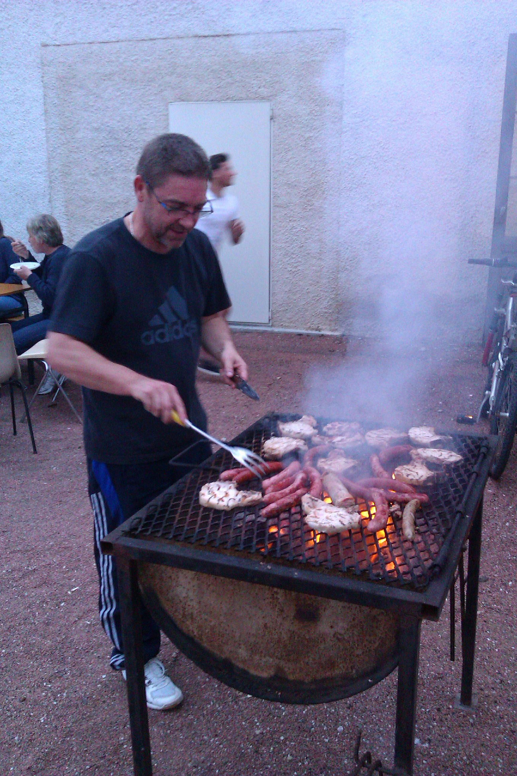 rassemblement110616 manu au barbecue