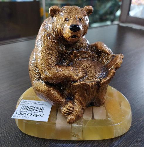 """Композиция на селените """"Медведь с пнём"""""""