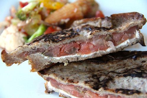 Panini au saumon fumé et oignons confits et fromage à la crème