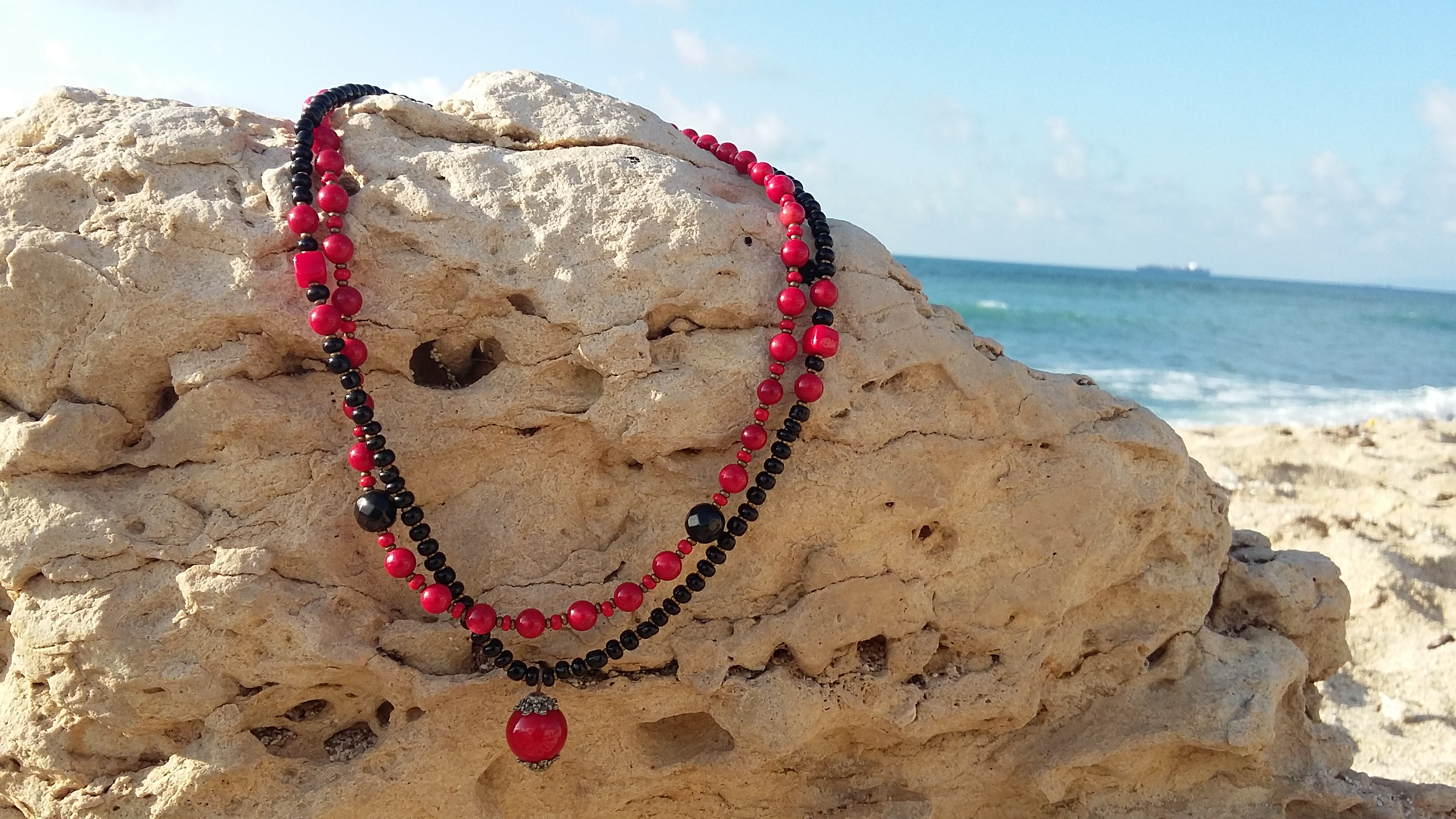 red black beads necklace