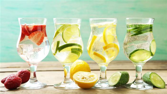 Does drinking more water keep the weight off? Experts weigh in