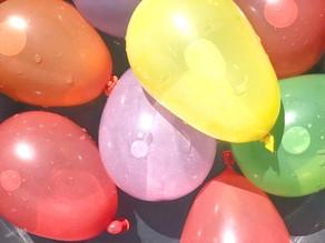 5 + 1 hauskaa vesi-ilmapalloleikkiä hellepäiviin