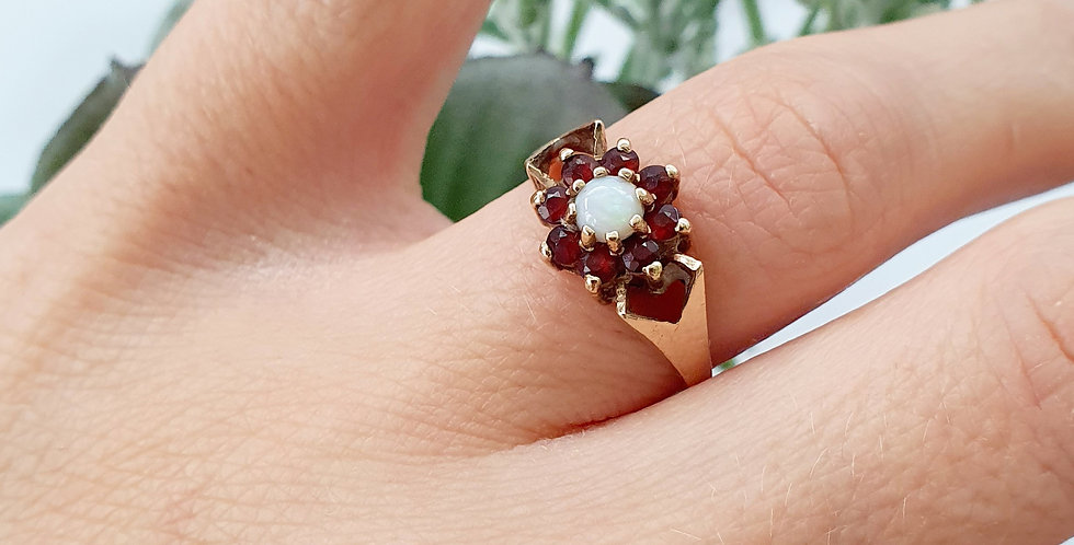 Vintage 9ct Gold, Opal & Garnet Flower Ring.
