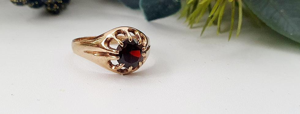 Vintage 9ct Gold & Garnet Ring.
